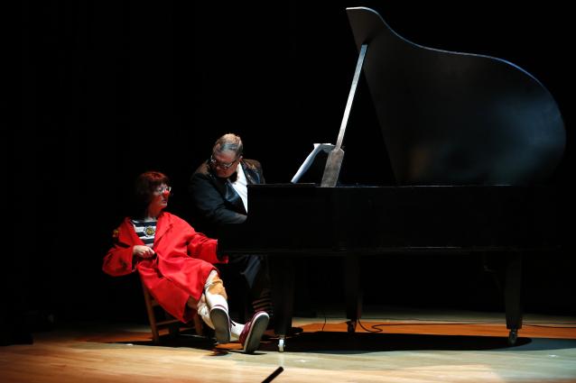 pianissimo_circus_cirquet_confetti_piano_pallassa