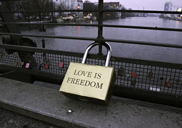 Aïda Gómez - Love is Freedom